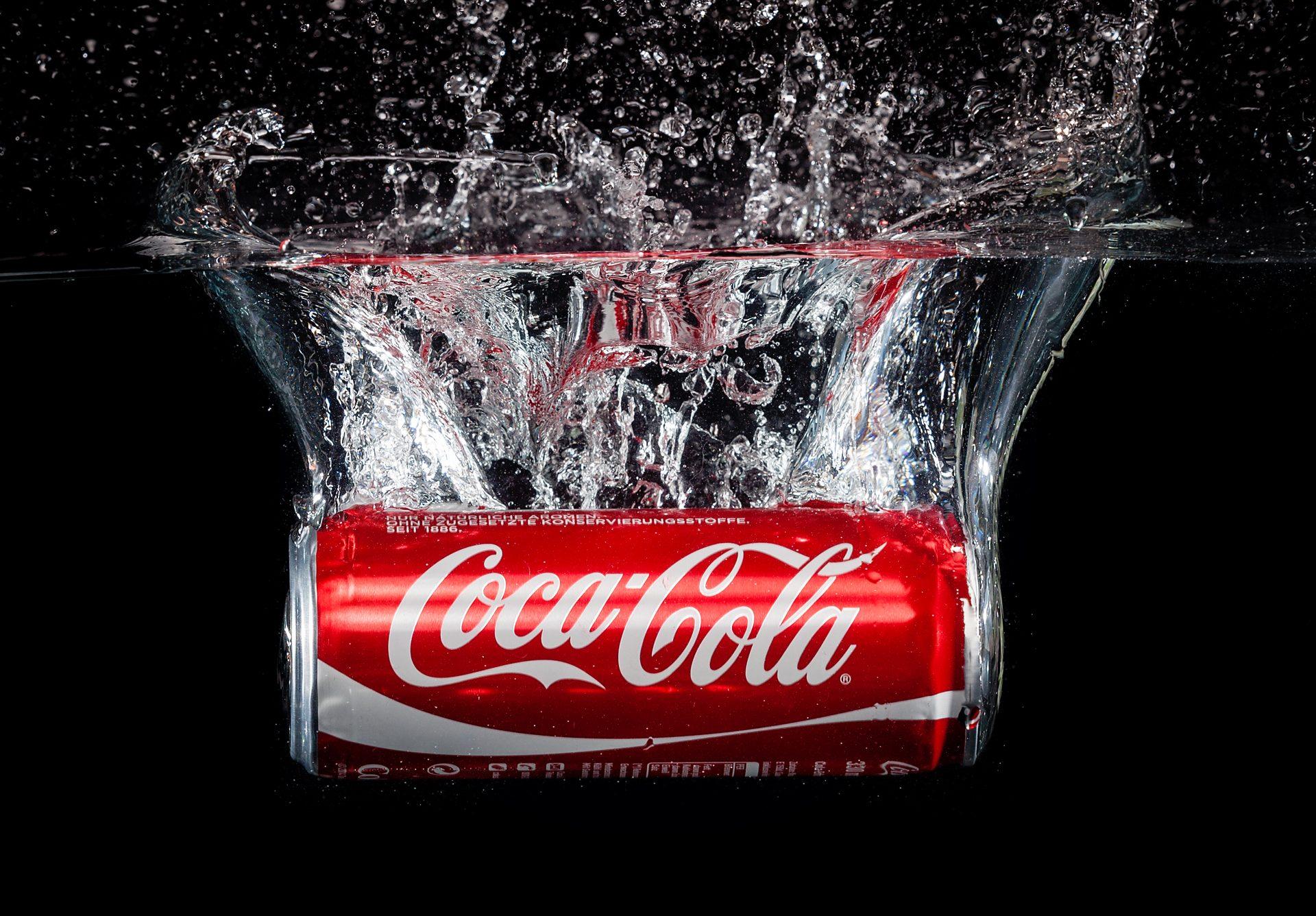 Produktfotografie: Getränkedose im Wasser ©  Offenblende / Marion MAAP