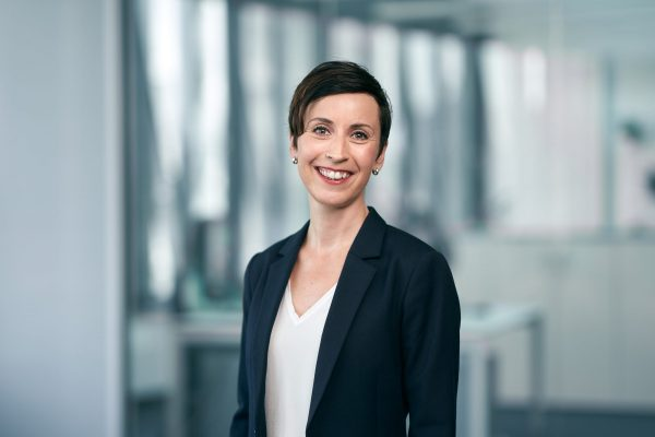Corporate Portraits / Businessportrait einer Frau ©Offenblende / Fabian FBV