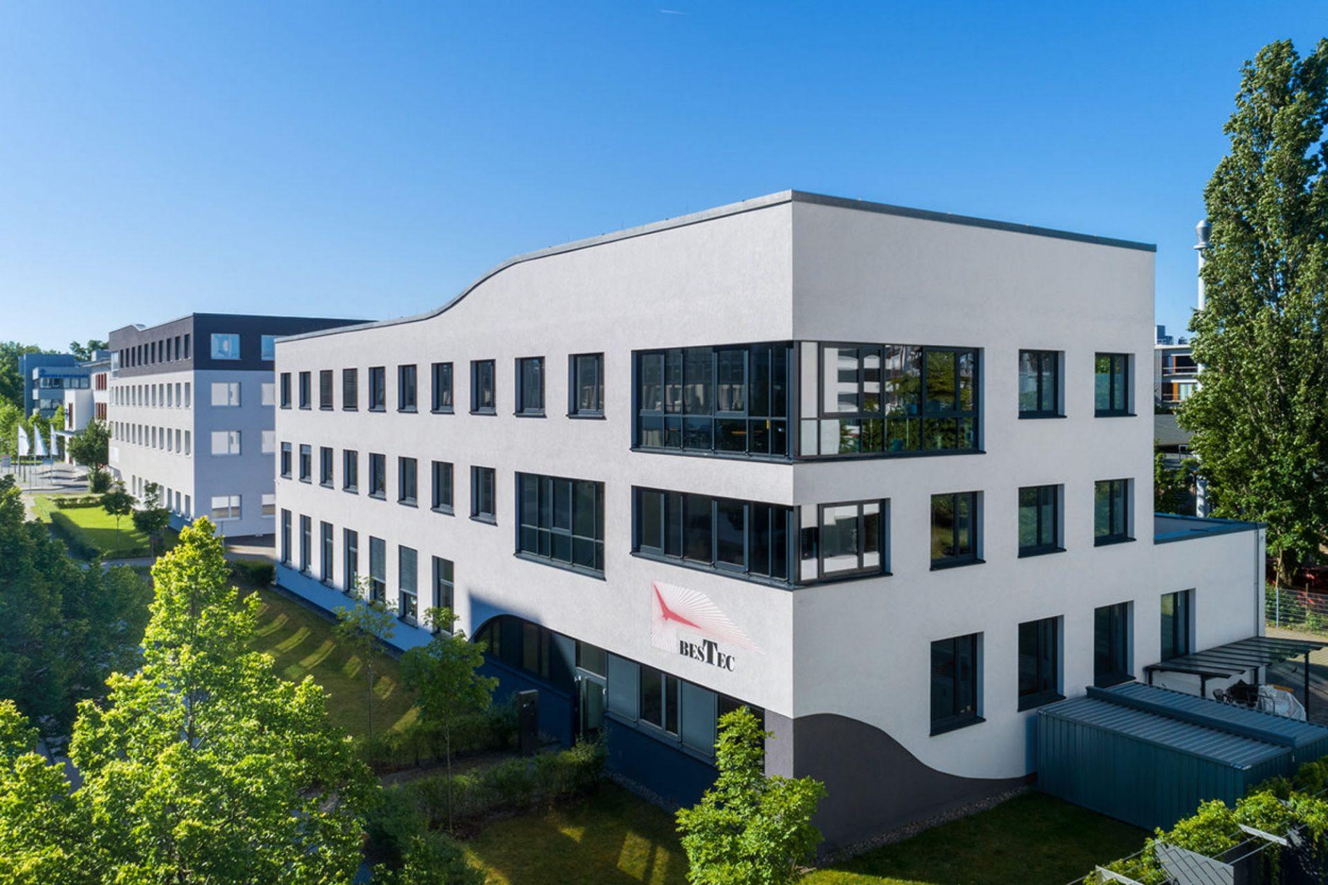 Drohnenaufnahmen Firmengebäude ©Offenblende / Christian CHSO