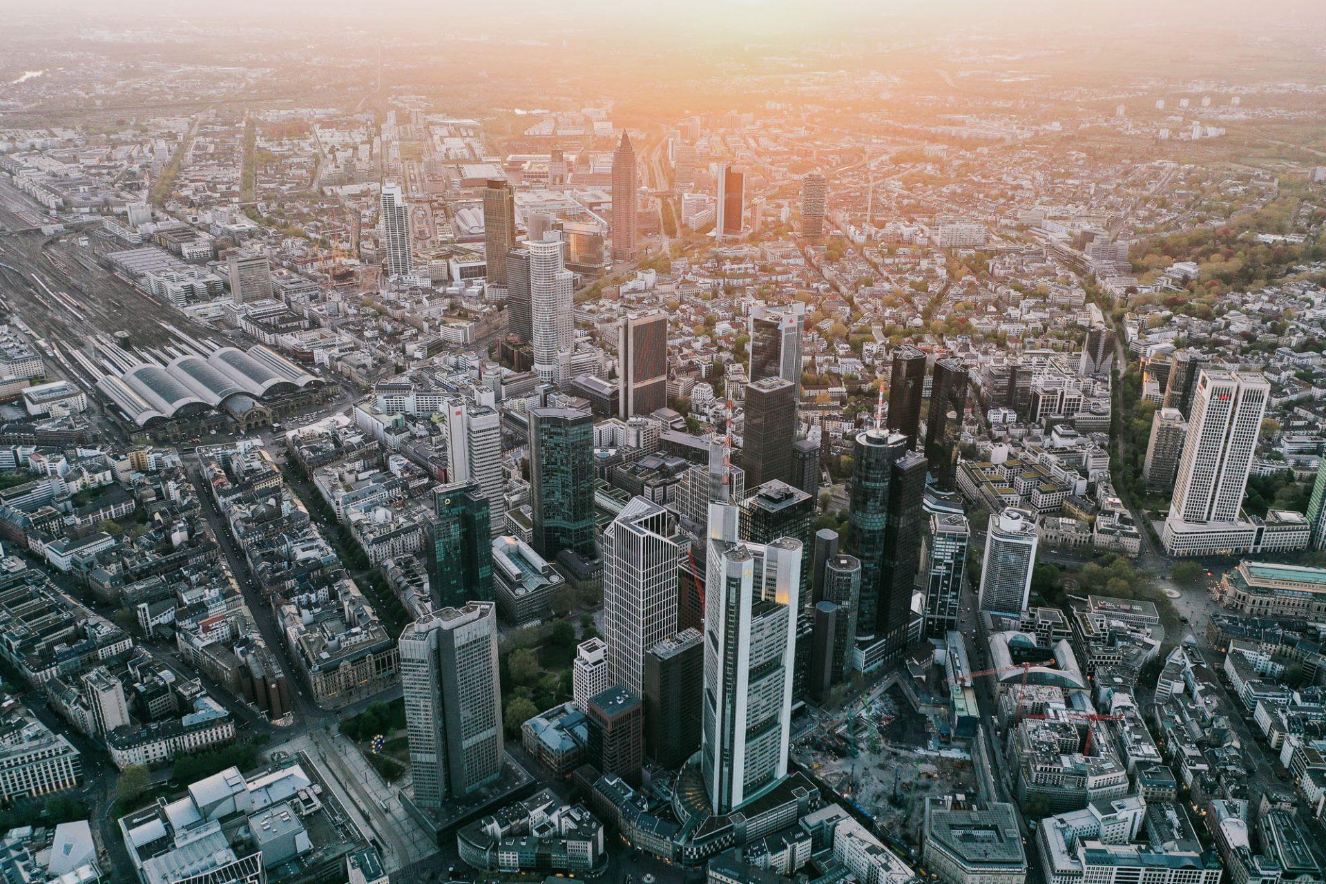 Drohnenpilot für Drohnenaufnahmen in Frankfurt ©Lukas