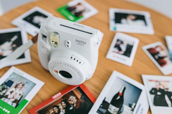 Wir vermieten auch die passenden Instax und Polaroid Kameras