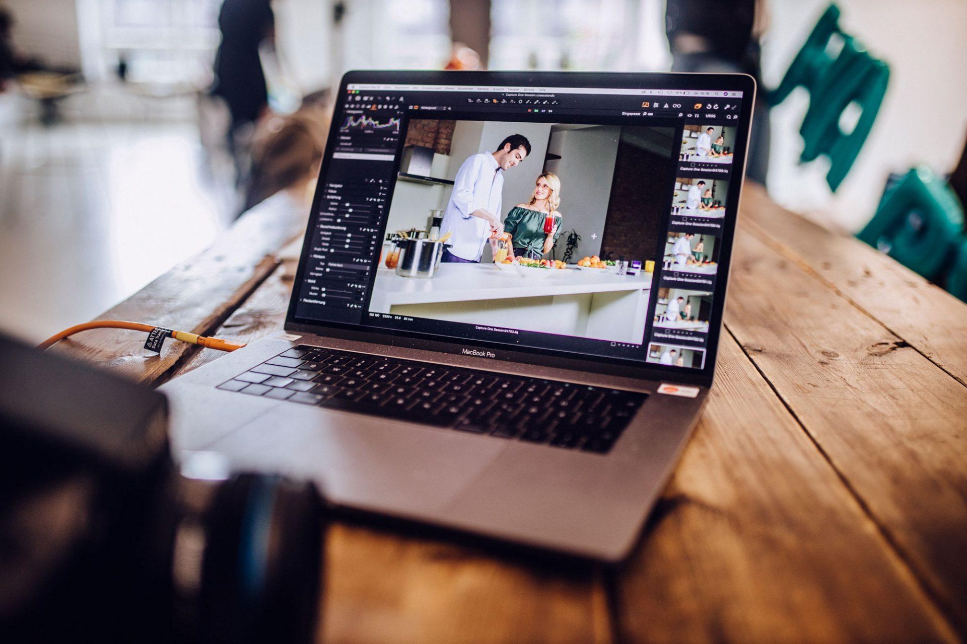 Praktikant im Home-Office: Communication Design (Adobe Indesign, Capture One, WordPress uvm.) ©Offenblende